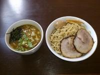 「気まぐれメニュー 牛骨つけ麺(特製)大盛り」@つけ麺 弥七の写真