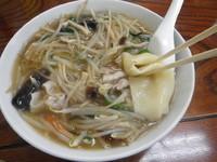 「特製サンマーメン(トロミ付き)・ひもかわ麺」@手打ちラーメン 足利麺の写真