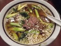 「牛肉アス・ブロ麺」@中華ダイニング 好鴨の写真