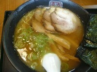 「醤油らーめん」@中華厨房 寿がきや 名古屋エスカ店の写真