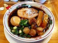 「黒醤油らーめん(細麺)+煮玉子+丸腸ホルモン」@金久右衛門 梅田店の写真