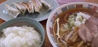 「ラーメンセット1000円(ラーメン、餃子、ライス、お新香)」@よしだやの写真