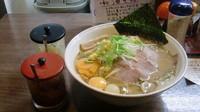 「みそラーメン 炒め野菜+生卵2個 計900円」@らーめん茂一の写真