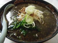 「くろ胡麻担々麺750円(クーポンで餃子無料)」@肉屋さんのラーメン家 生治ミートの写真