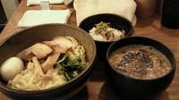 「濃厚豚ブラックつけ麺 味玉 まかないめし」@仙川らーめん ばかたれの写真