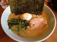 「とんこつ醤油ラーメン・並+味玉(¥650+¥100)」@寅家の写真