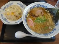 「中華そば(醤油)+半チャーハンセット(880円→440円)」@おいたんの写真