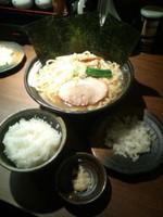 「らーめん大盛り(300g)680円+小ライス」@麺家 ぶらいとんの写真