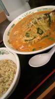 「チゲ味噌ラーメン半チャーハンセット750円」@日高屋 上野店の写真