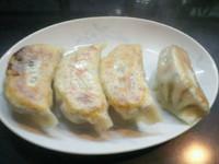 「ぎょうざ(1個80円×4個=320円)」@13湯麺の写真
