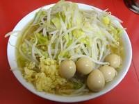 「小ラーメン(650円)+うずらの卵(100円)ニンニク」@ラーメン二郎 茨城守谷店の写真