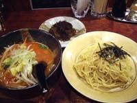 「海鮮トマトつけ麺(ネギ抜き)+沖縄もずく、500円+100円」@拉麺屋の写真