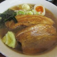 「角煮ラーメン(醤油、あっさり)(880円)」@MAKIBAの写真