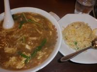 「酢辛味メン+半炒飯(577円)ランチメニュー11番」@中華料理 谷記 1号店の写真
