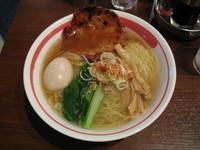 「空海味玉そば(塩・大盛):830円(ランチタイム大盛無料)」@餃子 麺 空海 浜松町店の写真