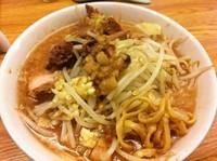 「ラーメン(麺少なめ,にんにく)」@ラーメン荘 夢を語れの写真