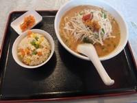 「坦々麺セット750円(坦々麺&半チャーハン)」@中国本場料理 白百花 岩国店の写真