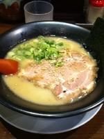 「博多豚骨らーめん」@細麺屋 くわとろの写真