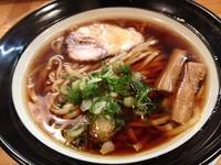 「三強醤油(太麺)」@金久右衛門 梅田店の写真