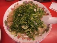「特製醤油ラーメン650円(麺硬め・脂多め・一味あり)」@ラーメン魁力屋 草加店の写真