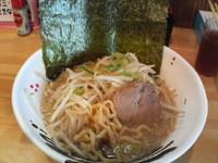 「豚骨しょうゆラーメン小(のり)+無料ご飯」@炭火焼きホルモン くぅちゃんの写真