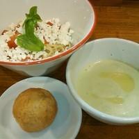 「《限定》 バジル&チーズパンつけめん」@餃子食堂 みのわ店の写真