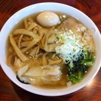 「金のえびわんたんそば(¥750)+メンマ+半熟煮たまご」@伊藤商店の写真