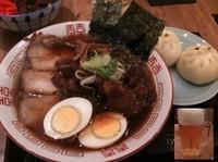 「特製中華そば+豚まんセット1200円+634ビール」@宙寅屋 東京ソラマチ店の写真