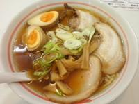 「温泉煮たまごチャーシュー麺(醤油) 1030円」@温泉ラーメン 八方美人の写真