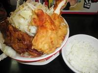 「スーパーゴリラー麺(麺300g・野菜半増し) 1050円」@ラッキー食堂 まとやの写真