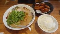 「唐揚げ定食(990円)+ネギ(120円)」@天下一品 多摩ニュータウン店の写真