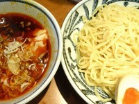 「ピリ辛肉つけ麺(中盛)+味付玉子」@つけめん でんまる 飯田橋店の写真