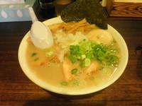 「Wスープラーメン(塩)+大盛り+ちゃーしゅー、結果1050円」@梅の家 総本店の写真