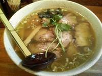 「味玉肩ロースチャーシュー麺大盛り(塩)1000円」@麺や 八雲の写真