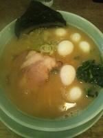 「醤油豚骨ラーメン(うずらトッピング)」@横浜醤油豚骨ラーメン 銀十の写真
