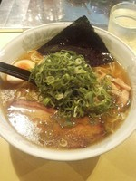 「2番(醤油)700円」@らーめん研究所の写真