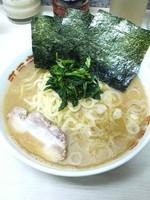 「ラーメン(麺硬め油多め)700円」@横浜ラーメン 町田家 町田本店の写真