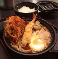 「【店舗限定】鍋焼きうどん(¥550)+かき揚げ(クーポン)」@ゆで太郎 西五反田本店の写真