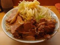 「ラーメン特大、野菜増し・豚増し(ニンニク)」@中華そば 卍の写真