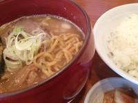「B定食 (Wスープらーめん、ライス、キムチ) 730円」@麺道 ともよし 東三国店の写真
