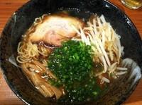 「コクしょうゆラーメン(680円)+もやし(50円)」@麺屋 宙の写真