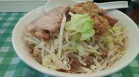 「ラーメン(ヤサイ、ニンニク、アブラ、カラメ)650円」@ラーメン絆の写真