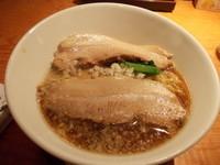 「熟成醤油ラーメン+チャーシュー1枚(クーポン)」@豚さんちの写真