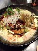 「黄坦々麺550円(開店一周年記念価格)」@熱烈タンタン麺 五味五香の写真