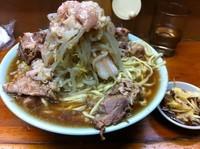 「豚入りラーメン」@ラーメン富士丸 板橋南町店の写真