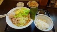 「油そば味玉入り(780円)+餃子3個半ライス(150円)」@つけめん らーめん 青樹 立川店の写真