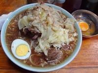「ラーメン(750円)麺少なめヤサイニンニク」@ラーメン富士丸 板橋南町店の写真