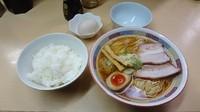 「昔ながらのらーめん(680円)+生卵かけごはん(300円)」@煮干鰮らーめん 圓の写真