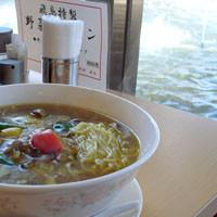 「牛肉のカレースープそば800円+大盛り100円」@中華四川料理 飛鳥の写真