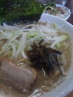 「豚骨醤油ラーメン特盛+チャーシューご飯(クーポン無料)」@ラーメン竹岡屋 岩槻店の写真